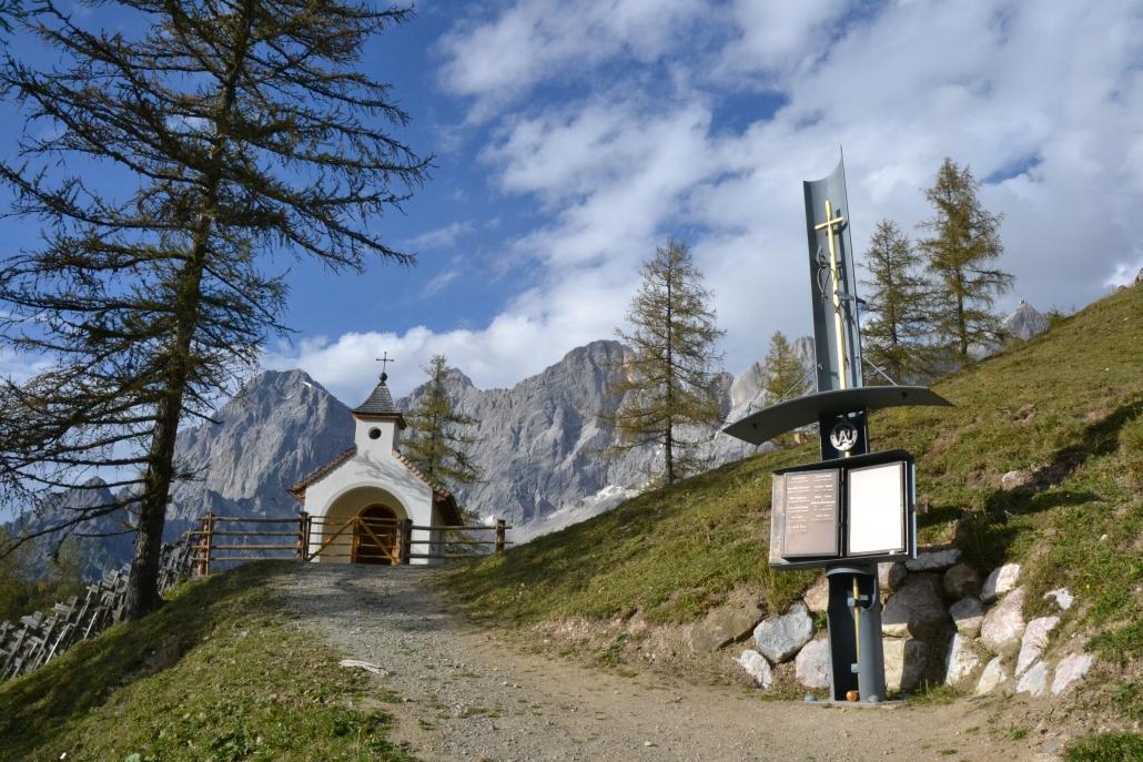 Dachstein Kircherl am 5 Hütten Weg - Ramsau am Dachstein
